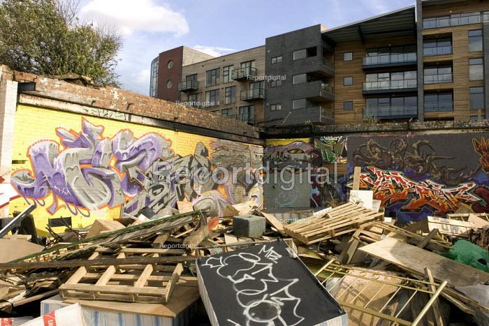Olympic regeneration, Hackney Wick, London - Duncan Phillips - 2006-04-06