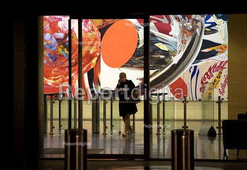 Leaving Deutsche Bank AG after working late in the City of London. Painting by James Rosenquist 'Swimmer in the Economist'. - Duncan Phillips - 2010-03-30