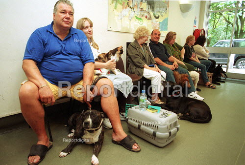 Pet owners in the waiting room. RSPCA Harmsworth Memorial (animal) Hospital. London - Duncan Phillips - 2000-07-18