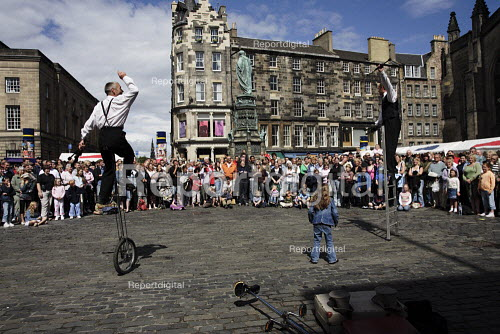 Thousands of street performers like these jugglers put on their shows in the Royal Mile during the Edinburgh Festival. - Gerry McCann - 2006-08-09