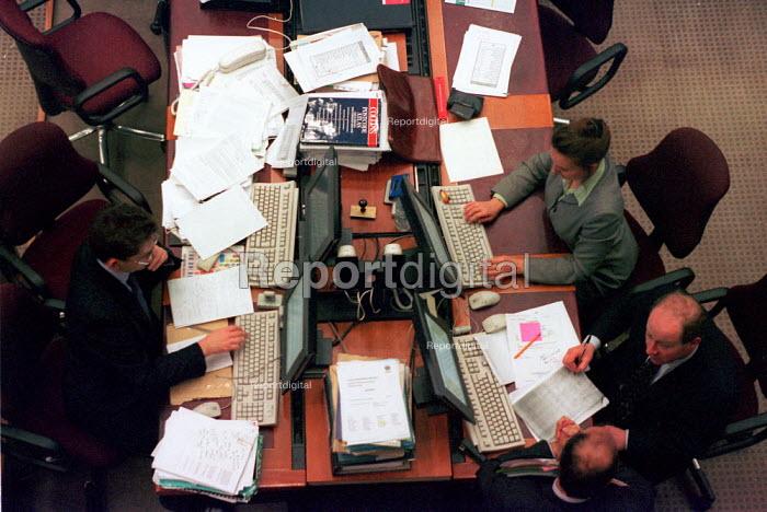 Insurance underwriters Lloyds of London - John Harris - 2000-03-29