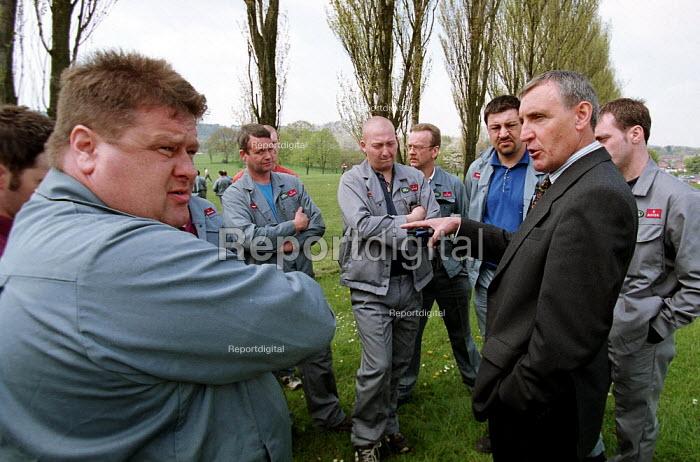 Tony Woodley TGWU talking to worried Rover workers and shop stewards. Rover Longbridge Birmingham. - John Harris - 2000-05-02