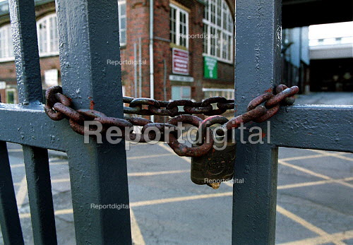 Locked gates. Rover Longbridge Birmingham. - John Harris - 2000-04-30