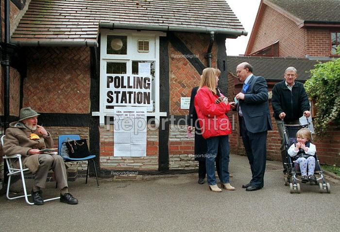 Polling station local elections Shottery village school, Stratford on Avon. - John Harris - 2000-05-04