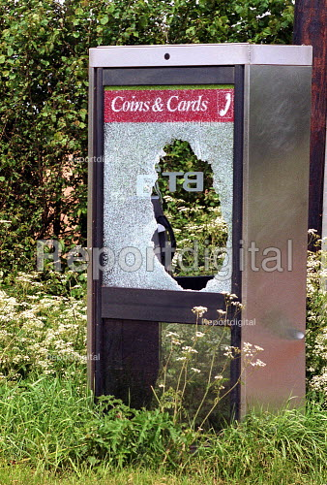 Vandalised rural phone box - John Harris - 2000-05-31