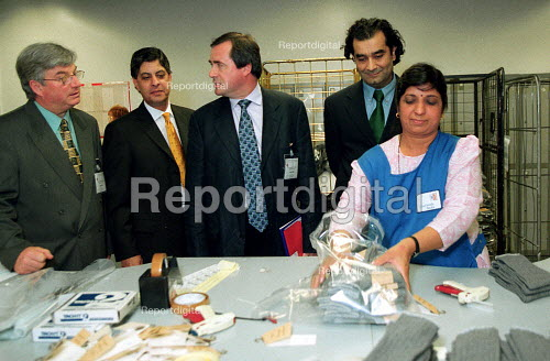 Hamid Kharn Chief Executive of Courtaulds (2nd L) showing trades union officials: Paul Gates KFAT, Ed Sweeney UNIFI, and Kamaljeet Jandu TUC Race & equality officer, around Courtaulds sock factory Leicester. - John Harris - 2000-06-13