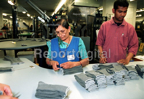 Workers at Courtaulds sock factory Leicester. - John Harris - 2000-06-13
