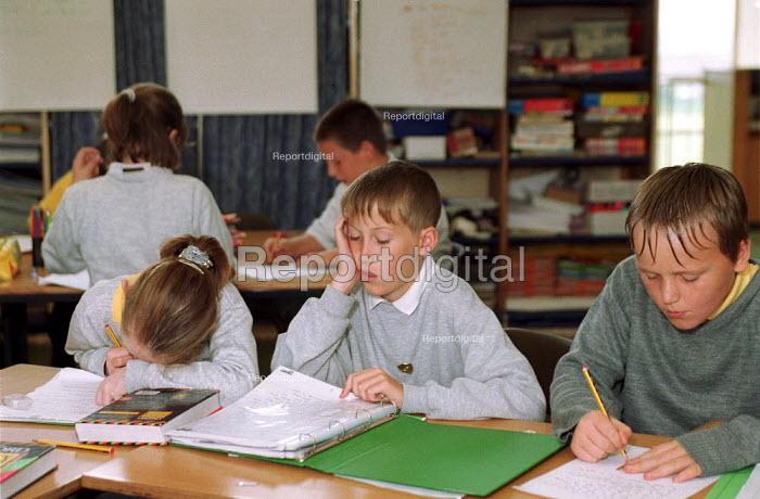 Pupils in class at Primary School. - John Harris - 2000-06-09