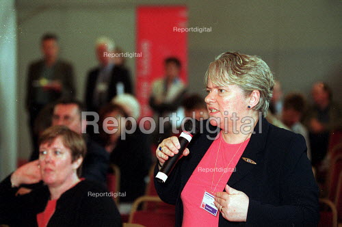 Maureen Rooney AEEU in discussion at Labour Party National Policy Forum Exeter. - John Harris - 2000-07-08