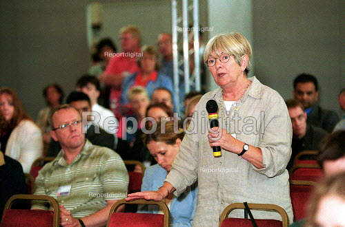 Margaret Prosser TGWU in discussion at policy amendment meeting Labour Party National Policy Forum Exeter. - John Harris - 2000-07-08