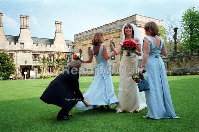 Bride and bridesmaids prepare before wedding, Oxford University. - John Harris - 2000-05-13