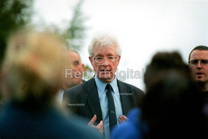 Rodney Bickerstaffe Unison meeting strikers Russell Hall Hospital Dudley. Health workers in dispute over PFI scheme. Privatisation of NHS staff by Summit Healthcare. UK - John Harris - 2000-09-07
