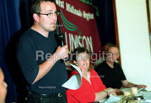 Shop steward speaking Unison strikers mass meeting Dudley. Health workers in dispute over PFI scheme. Privatisation of NHS staff by Summit Healthcare. UK - John Harris - 2000-09-09