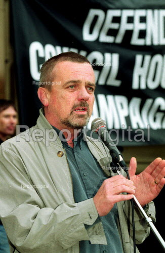 John Cunningham UCATT speaking at a protest against the transfer of Birmingham council housing stock out of local authority control. - John Harris - 2000-10-03