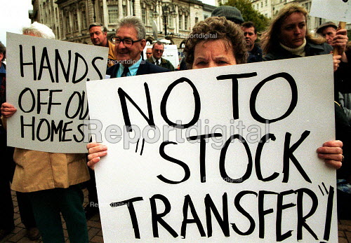 Tenants and workers protest against the transfer of Birmingham council housing stock out of local authority control. - John Harris - 2000-10-03