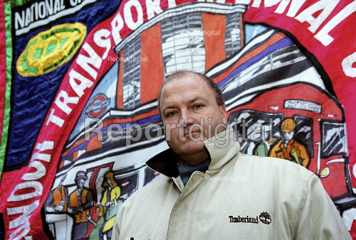 Bob Crow RMT at protest against privatisation of the tube Euston. - John Harris - 2000-10-21
