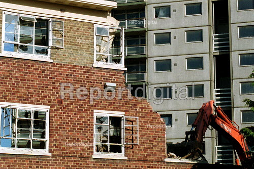 Demolition of high rise and low rise housing in area of redevelopment, Hackney London. - John Harris - 2000-10-18