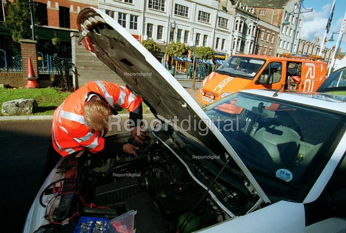 RAC breakdown service repairing a broken down car. - John Harris - 2000-11-03