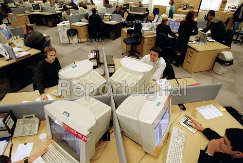 Workers taking calls at Barclaycall banking call centre Coventry. - John Harris - 2001-01-16