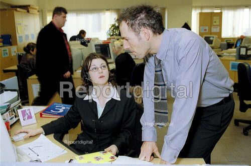 Worker talking to a manager at Barclaycall banking call centre Coventry. - John Harris - 2001-01-16