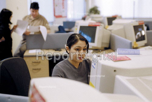 Women worker taking calls at Barclaycall banking call centre Coventry. - John Harris - 2001-01-16