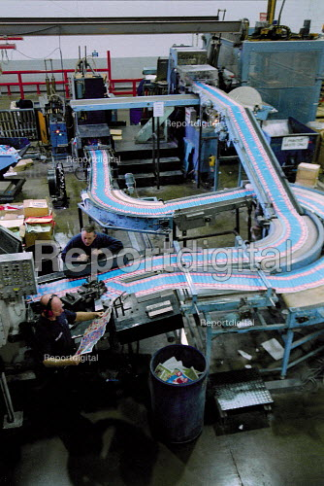 Print production line Quebecor printworks. Corby. - John Harris - 2001-01-15