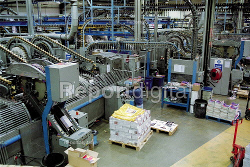 Worker loading print production line Quebecor printworks. Corby. - John Harris - 2001-01-15