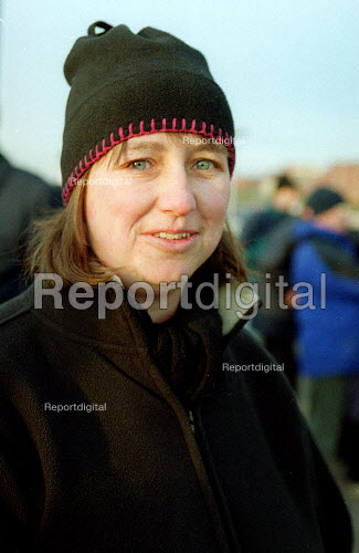 Amanda Richards MSF steward. Rolls-Royce workers picketing during a one day strike against redundancies and job losses. It is the first strike for 20 years by MSF and GMB trades union members. Ansty Coventry. - John Harris - 2001-02-09