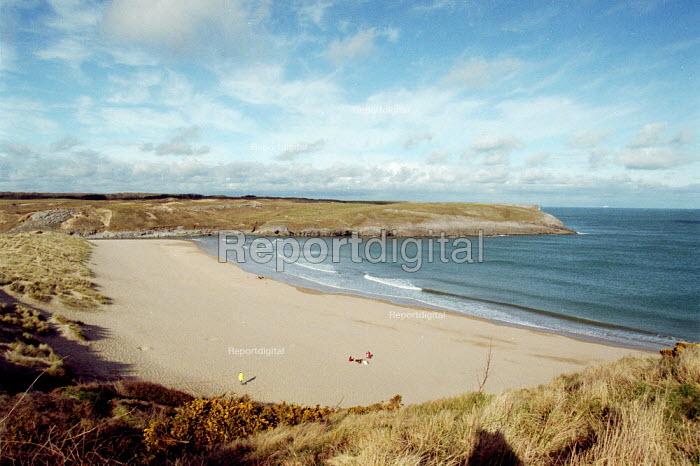 Beach in South Wales. - John Harris - 2001-04-22