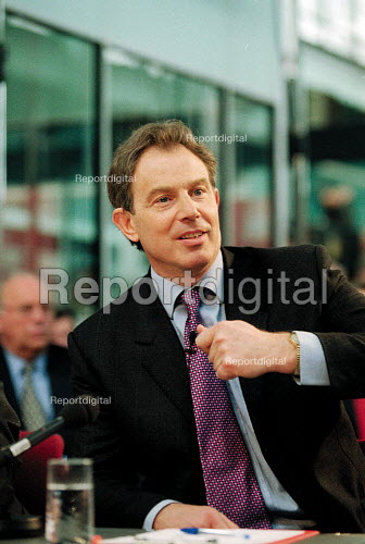 Prime minister Tony Blair MP Labour Party general election campaign question and answer with businessmen at Warwick Manufacturing Group. - John Harris - 2001-05-10