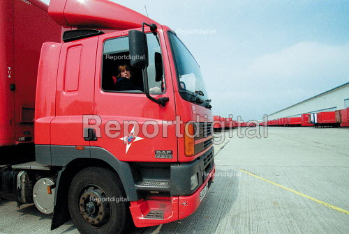 Women truck driver reversing a 38 ton lorry, having just passed her HGV license driving test. Parcel Force Royal Mail Coventry Hub. - John Harris - 2001-05-10
