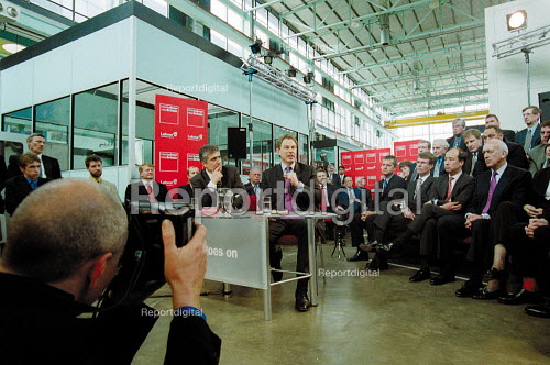Prime minister Tony Blair MP Labour Party general election campaign question and answer with businessmen at Warwick Manufacturing Group. Press photographer photographing. - John Harris - 2001-05-10