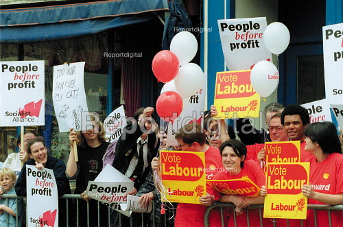 Socialist Alliance and Labour Party supporters, general election campaign. Gloucester. - John Harris - 2001-05-19