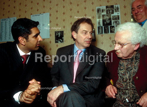Labour Party candidate Parmjit Dhanda and Tony Blair MP talking with a pensioner supporter. Labour Party general election campaign Gloucester. - John Harris - 2001-05-19