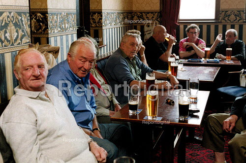 Men drinking in a welfare social club Bryngwyn South Wales. Retired steelworkers. - John Harris - 2001-06-15