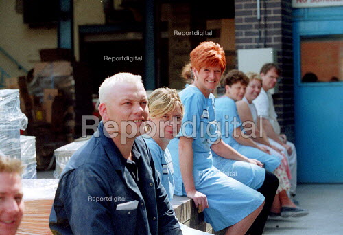 Workers taking a break in the sunshine from the production line at a ceramics factory in the Potteries, Stoke on Trent. - John Harris - 2001-06-14