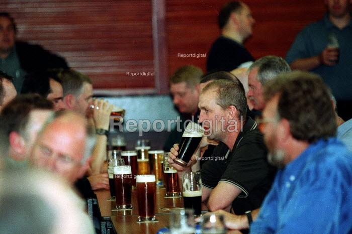 Men drinking in a welfare social club Bryngwyn South Wales. - John Harris - 2001-06-15