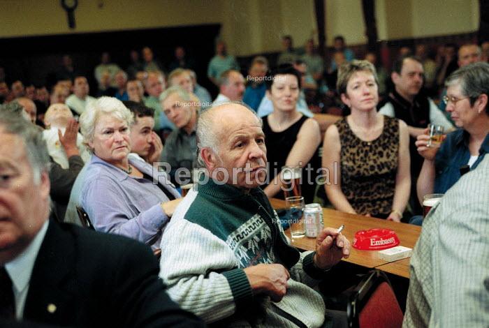 Steelworkers meeting in local social club as Corus Steelworks Bryngwyn South Wales is closed. - John Harris - 2001-06-15