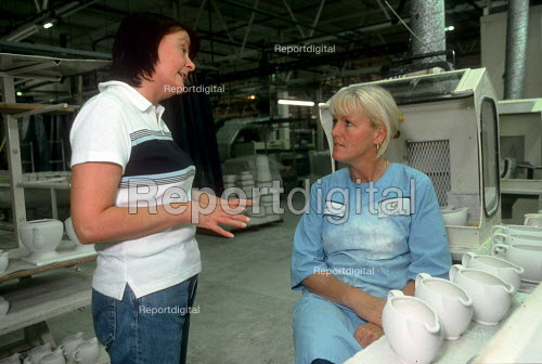 Trades union representative talking to member at a ceramics factory in the Potteries, Stoke on Trent. - John Harris - 2001-06-14