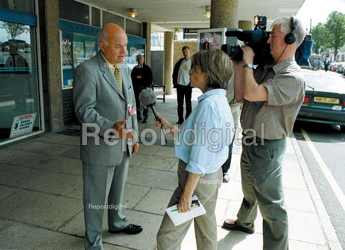Roger Lyons MSF being interviewed by TV journalist and filmed by TV cameraman. - John Harris - 2001-06-14