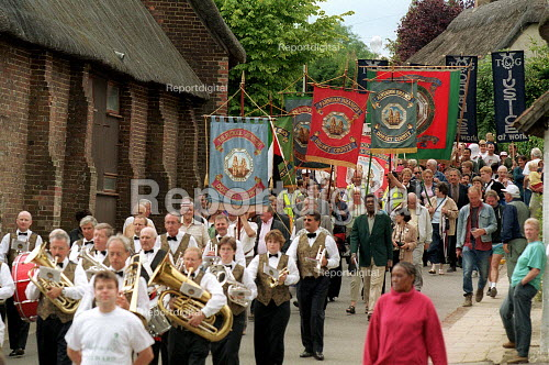 Procession of banners at Tolpuddle Martyrs' Festival Dorset. - John Harris - 2001-07-15
