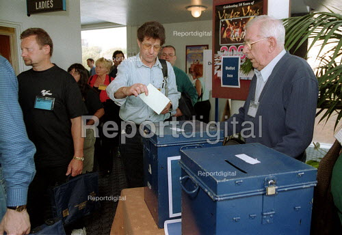 MSF Trades union conference delegates putting their vote into a ballot box. - John Harris - 2001-06-14