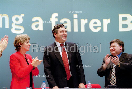 Patricia Hweitt MP Gordon Brown and Ian McCartney MP appluding. Labour Party Conference 2001 - John Harris - 2001-10-01