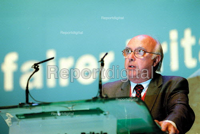 Sir Ken Jackson AEEU addressing Labour Party Conference 2001 - John Harris - 2001-10-01