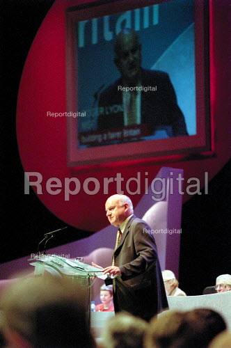 Roger Lyons MSF addressing Labour Party Conference 2001 - John Harris - 2001-10-01