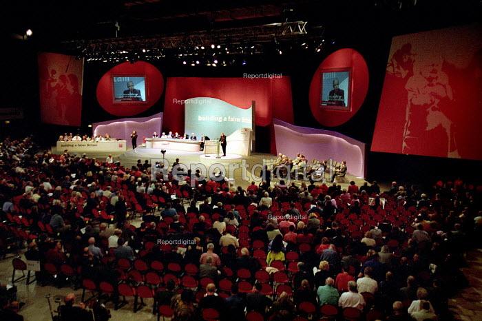 Labour Party Conference floor, Brighton 2001. - John Harris - 2001-10-01