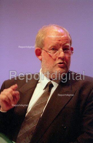 Charles Clarke MP addressing Labour Party Conference 2001 - John Harris - 2001-10-01