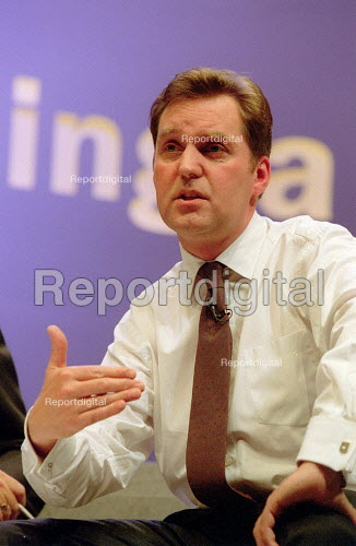 Alan Milburn MP addressing Labour Party Conference 2001 question and answer session - John Harris - 2001-10-02