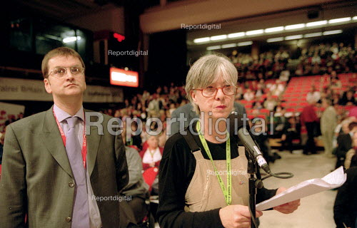 Ms Darby TSSA addressing Labour Party Conference 2001