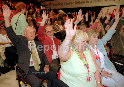 MSF delgation voting. Labour Party Conference 2001 - John Harris - 2001-10-01
